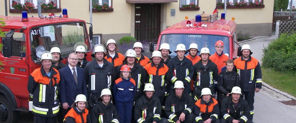 Feuerwehr Lipperts vor Leupoldsgrüner Rathaus
